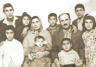 Abdullah Yurt (sağ alt köşede) ailesiyle...